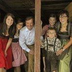 Sudtirol, Ridnaun, Ratschings, Veiterhof, Familie Albin Klotz, Ferien auf dem Bauernhof, Roter Hahn, Familienfoto,